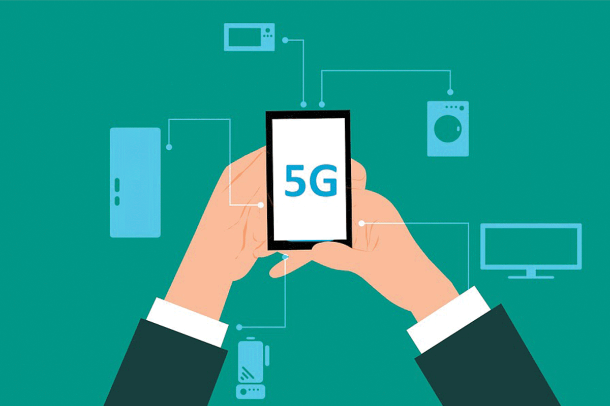 Infographic of business man holding 5G smartphone | Photo: Mohamed Hassan via Pixabay
