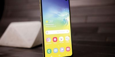 Samsung Galaxy S10e | Photo: Engadget