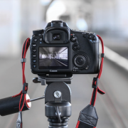 Canon EOS 7D on a tripod | Photo: Alexandru G. STAVRICĂ via Unsplash