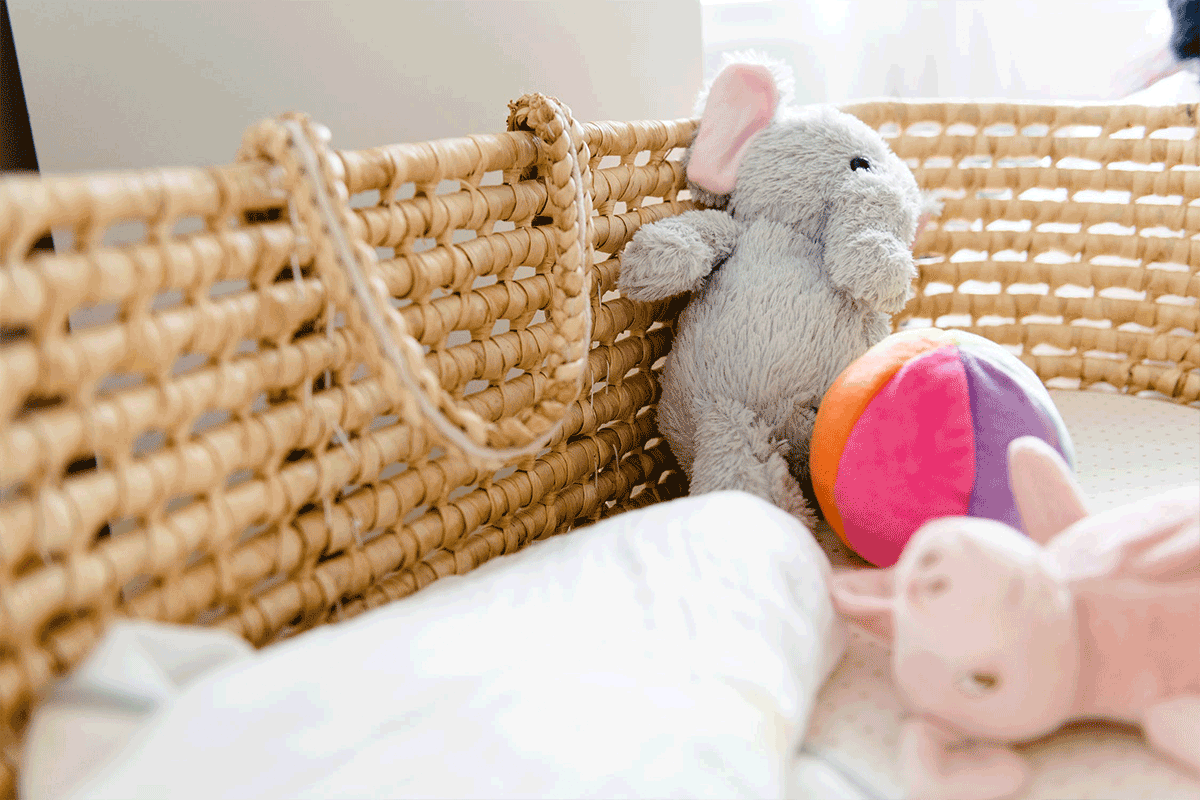 White and brown bear plush toy in babies crib | Photo: Raw Pixel via Pexels