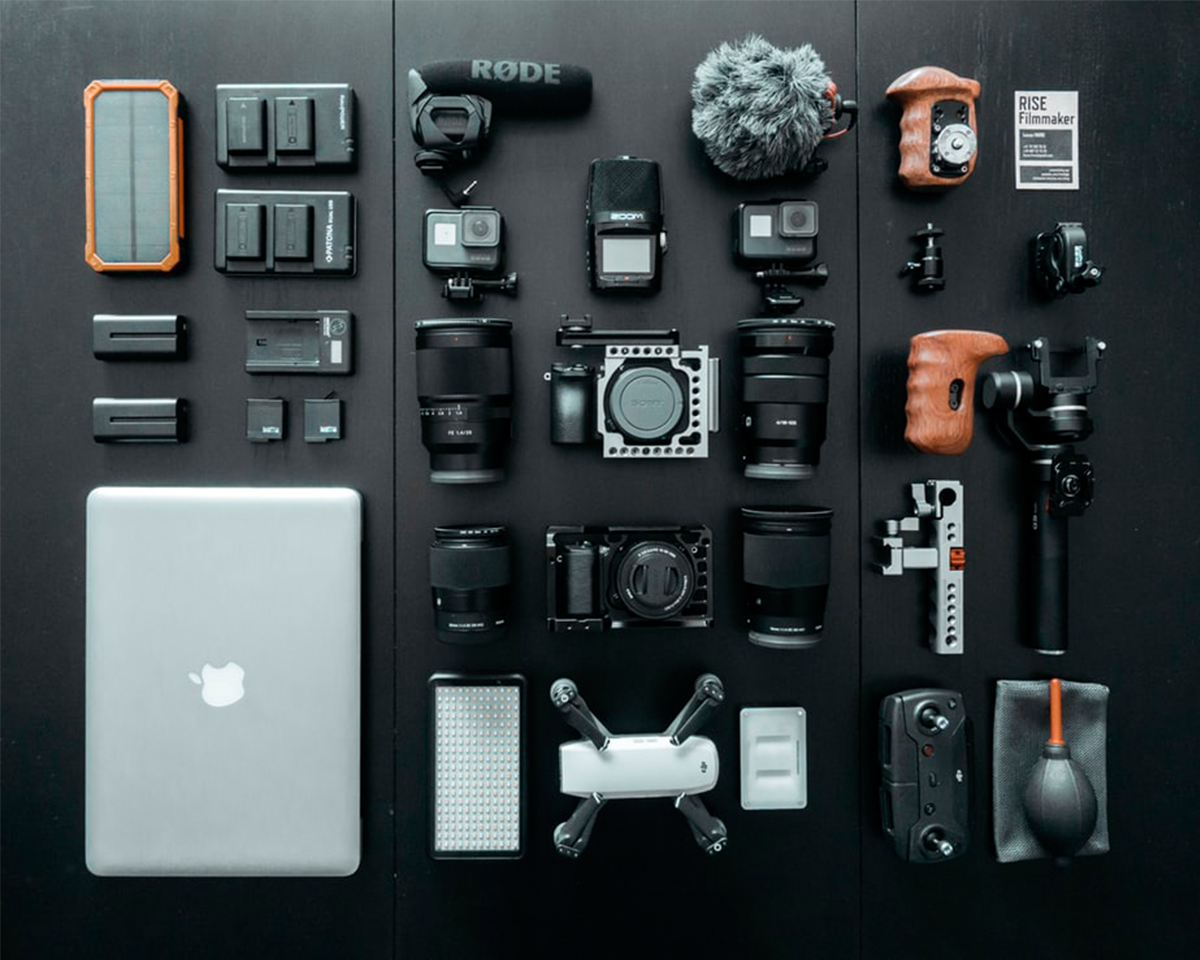 Camera Gear | Photo: Lucas Favre via Unsplash