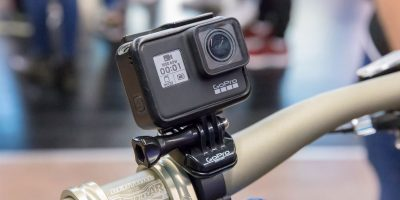 Action camera GoPro Hero 7 blalck fixed on a bike handlebar | Photo: Marco Verch (CC BY 2.0) via Business Times