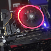 Lighted black and grey graphics card | Photo: Reina Kousaka