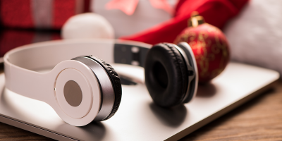 Headphones on laptop at Christmas | Photo: Adobe Stock