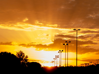 Street lights during sunset | Photo: Flickr via Pexels