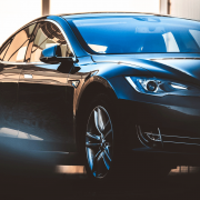 Black Tesla Model S | Photo: Taneli Lahtinen via Unsplash