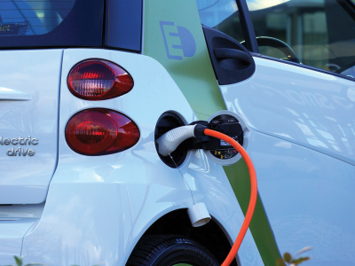 Alternative automobile battery charging | Photo: Mike via Pexels
