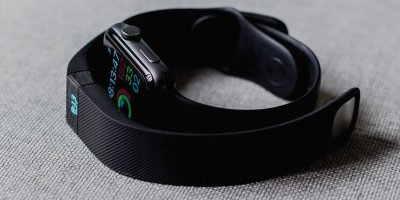 Black aluminium case Apple Watch and black Fitbit charge 2 | Photo: Andres Urena via Unsplash