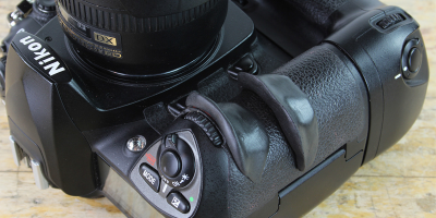 How to create a custom camera grip with Sugru | Photo: Sugru