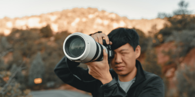 Person holding white and black DSLR camera | Photo: Clay Banks via Unsplash