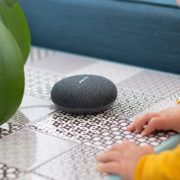 Child interacting with smart home assistant speaker | Photo: Shutterstock