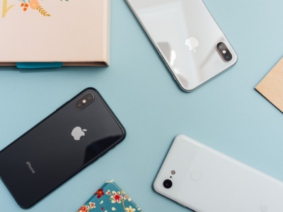 Mobile Phones Flatlay | Photo: Arnel Hasanovic via Unsplash